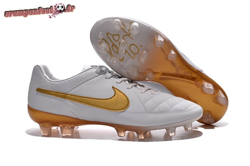 Chaussure Foot Promo - Chaussure Nike Tiempo Legend V FG Blanc Or - Crampon de Foot